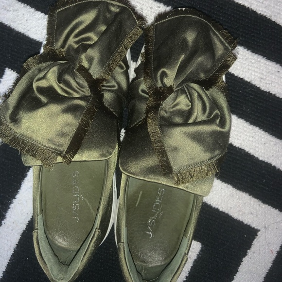 J/Slides sneakers worn once. Army green